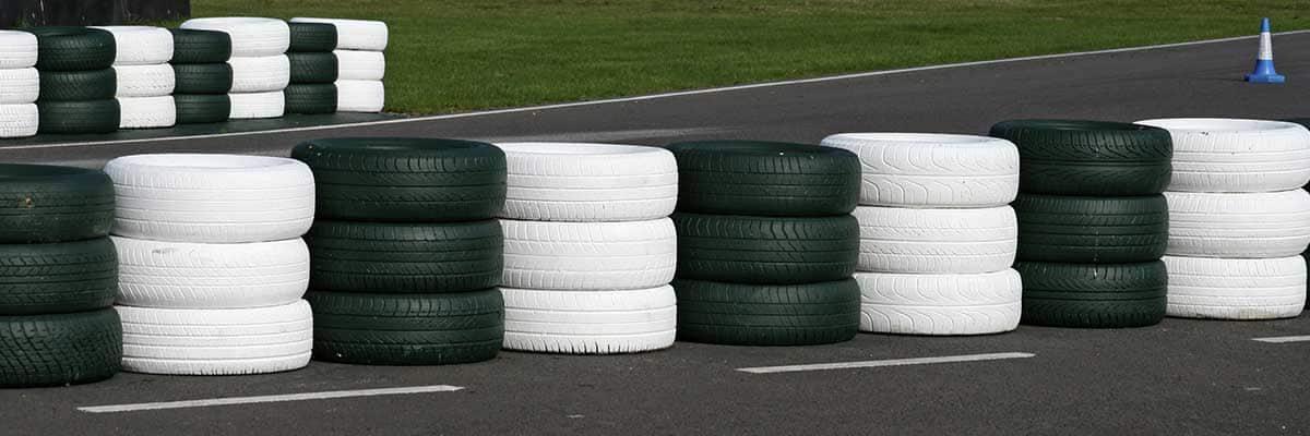 Bender Reifen Recycling - Rennstrecke mit Reifen